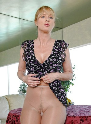 Horny housewives in pantyhose
